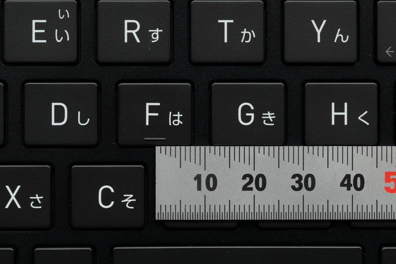 主要キーのキーピッチは19mmフルピッチを確保。ただし縦のピッチは約17mmと狭い点は気になる
