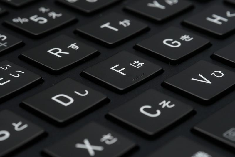 ストロークは1.5mmとまずまずの深さを確保。しっかりとしたクリック感で打鍵感も良好だ