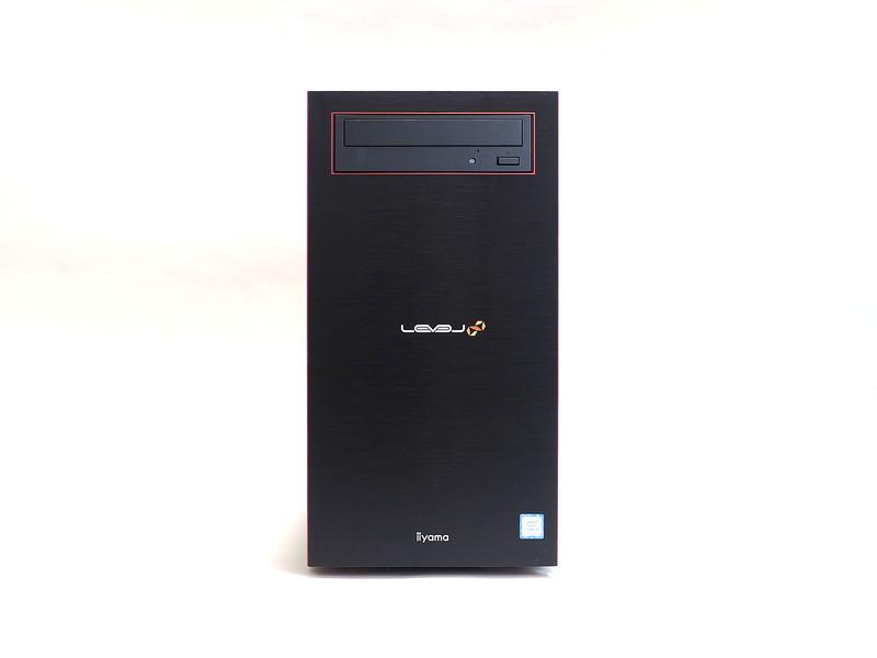 ヘアライン加工されたブラックお前面パネルに、光学ドライブ縁の赤いラインなど、ミドルタワーのR-Classの特徴を受け継ぎコンパクト化されている
