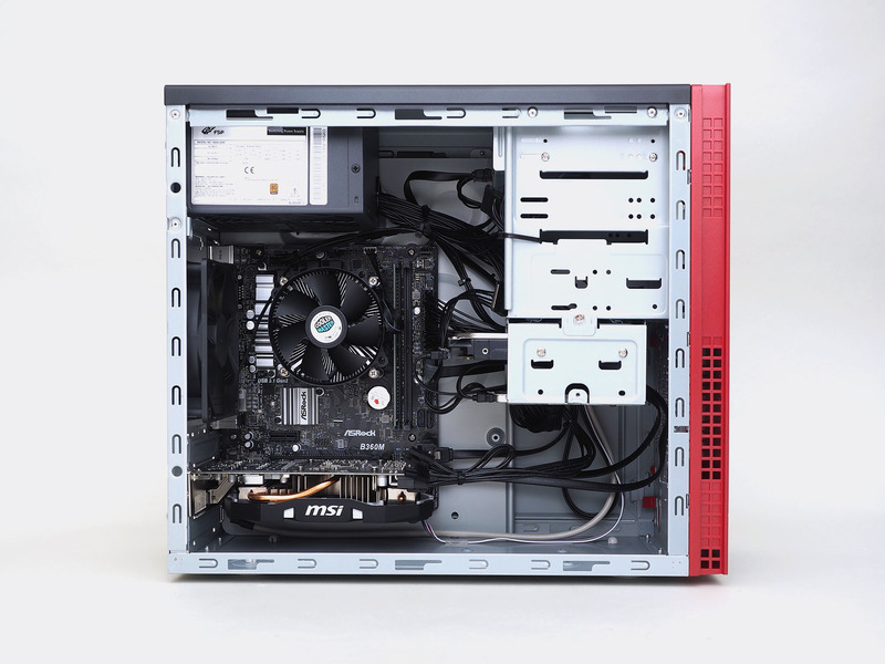 後部上方に電源、その下がマザーボード、前方寄りにシャドウベイを置く。幅が19cmと狭めなこともあり、裏面配線などは対応していない