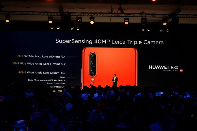 P30では、超広角、広角、3倍望遠のトリプルレンズ仕様背面カメラを搭載