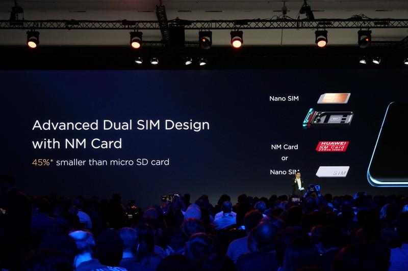 拡張ストレージとしてHuaweiオリジナルの「NM Card」が利用できる