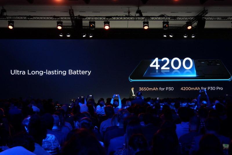 内蔵バッテリ容量は、P30 Proが4,200mAh、P30が3,650mAh