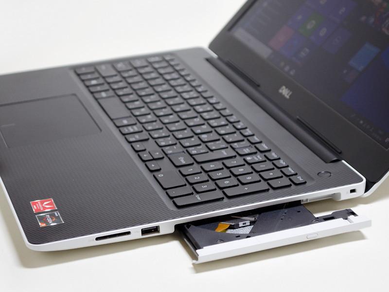 右側面は、ロックポート、光学ドライブ、USB 2.0、SDカードリーダ