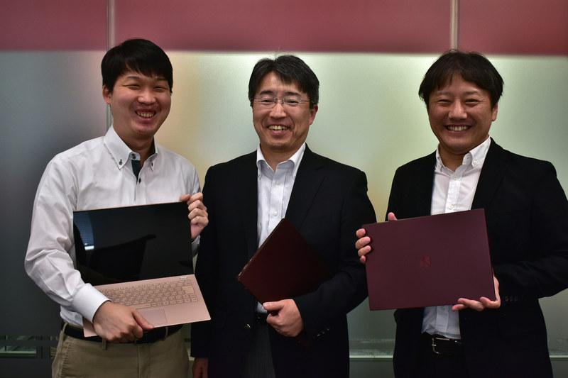 東京で独走して企画を進めた両脇の企画部門に属する森部氏(右)と永井氏(左)。米沢でそれを引き受けた開発機構設計担当の北山氏(中央)