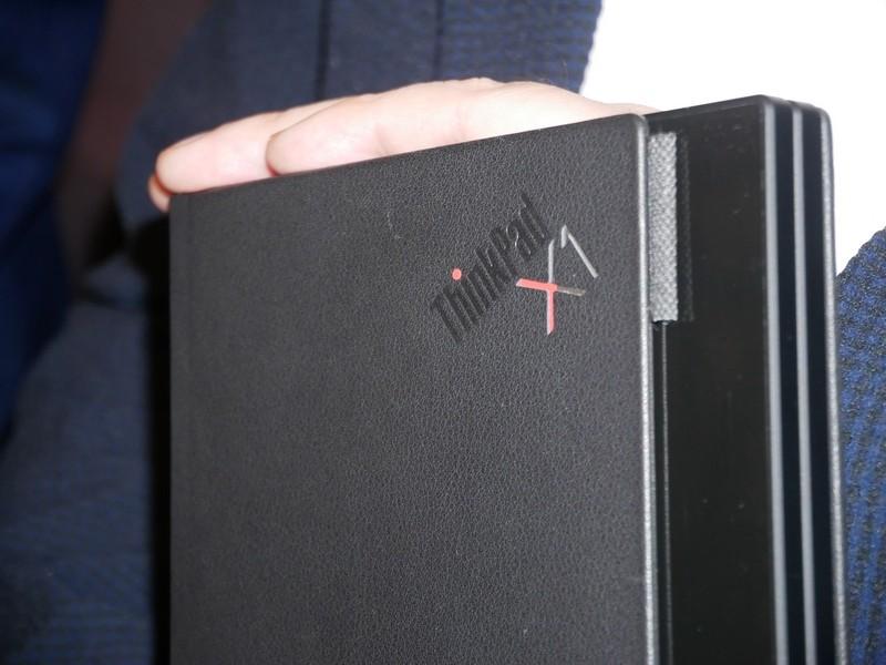 ThinkPad X1のロゴが入る