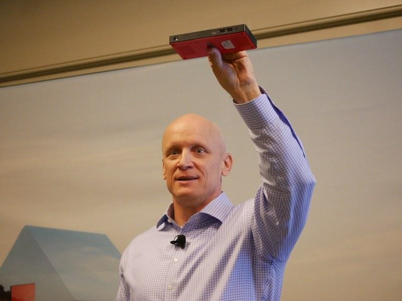 世界最小のコマーシャルデスクトップPCとするThinkCentre Nano