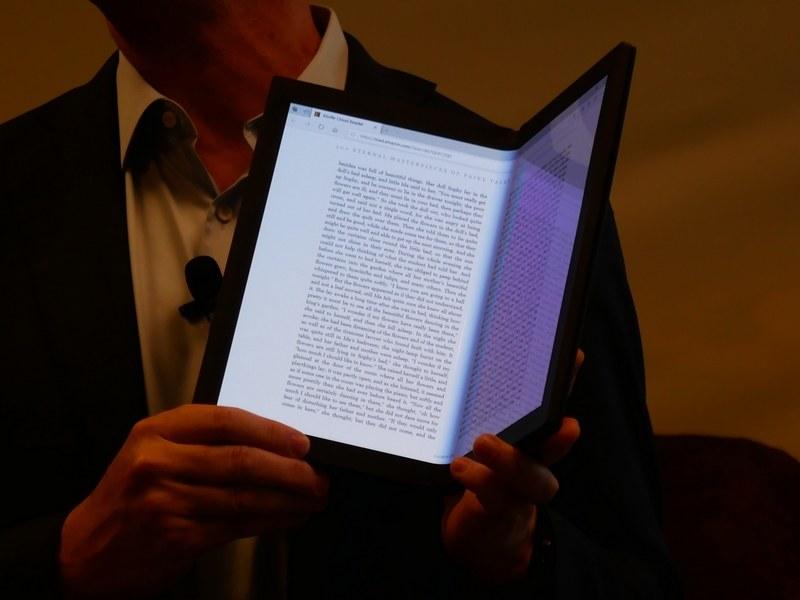 ブックモードでは、本のような形で、電子書籍などを読める