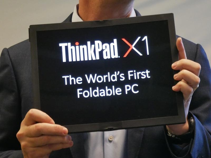 Lenovoが発表したFoldable PC。13型のディスプレイを広げて、平面にしてタッチ操作できる