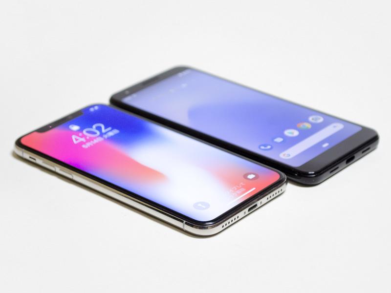 iPhone Xとの比較。幅は少し狭く、厚みはほぼ同じ、長さは下のフチの分長い。パネルの最大輝度はほぼ同じだが、色温度が少し低め(というよりiPhone Xが高め)