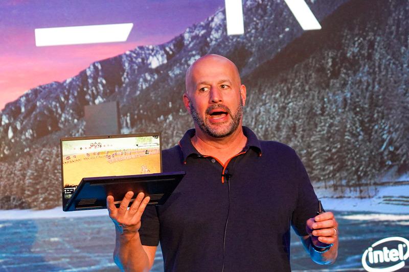 Razer Blade Stealthを紹介するIntel 上席副社長 兼 クライアント・コンピューティング 事業本部長 グレゴリー・ブライアント氏