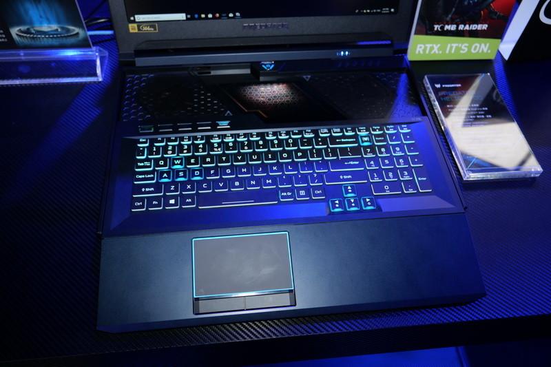 HyperDrift Keyboardは、キーボード面全体が手前に引き出せるという、これまでにない仕様を実現