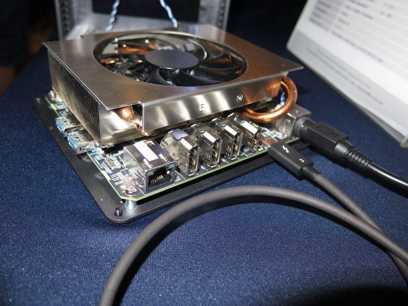 インターフェイスは3基のDisplayPort 1.4、HDMI 2.0a、2基のUSB 3.1、Gigabit Ethernetを搭載