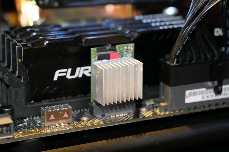 ブースでは、microSD ExpressをPCのPCIeポートに直接接続した状態での性能テストも実施