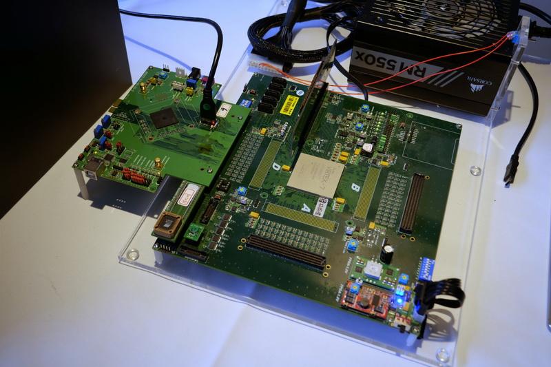 JMS581のプロトタイプを利用したデモ環境。PCIe Gen3 x4/NVMe対応SSDをUSB 3.2 Gen2x2でPCに接続して性能テストが行なわれていた