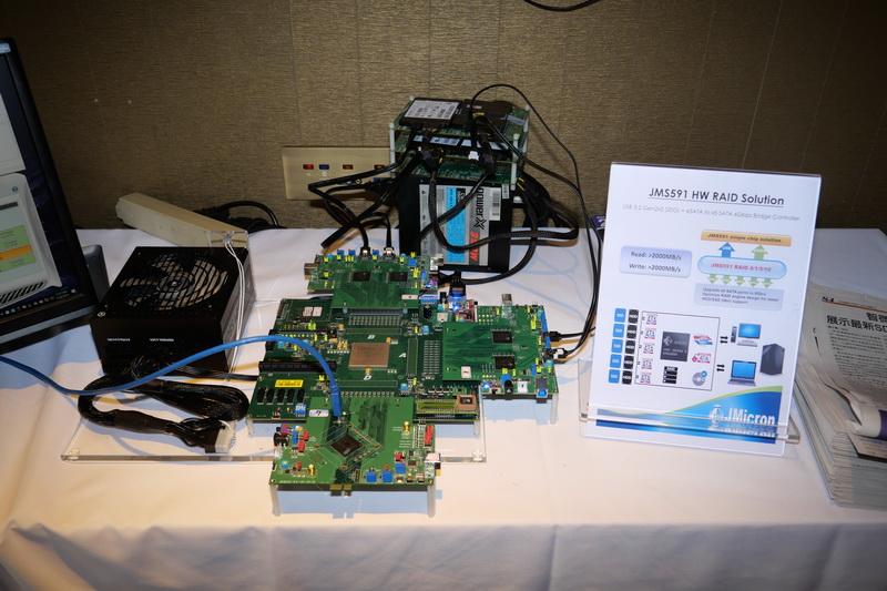 JMS591のプロトタイプにSATA SSDを4台接続してデモが行われた