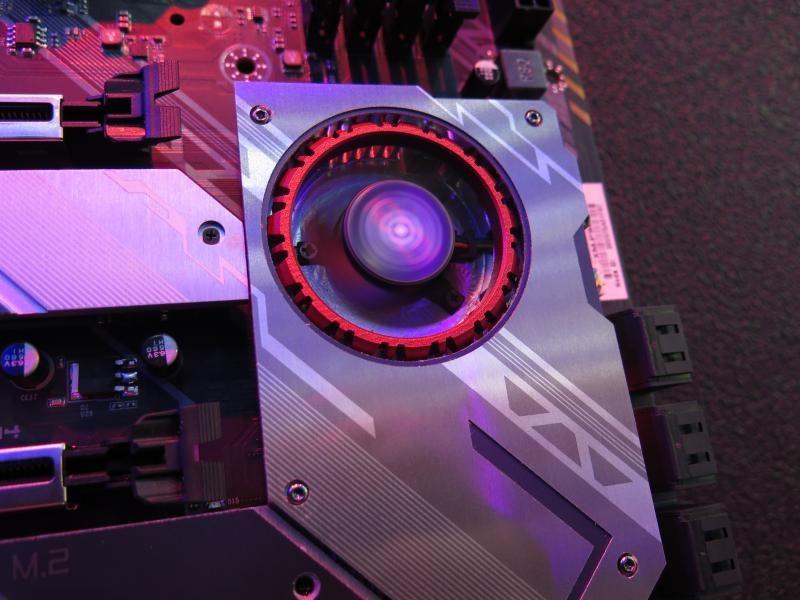 GeForce RTX 2080 Advanced OCと共通のファンデザイン