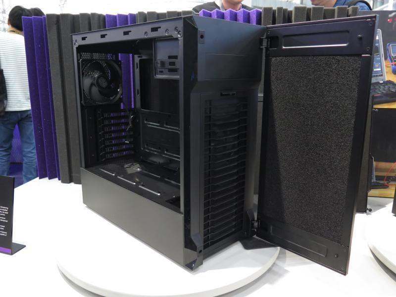 Silencio S600。容易に着脱できる防塵フィルタや前面ドア、吸音材つき金属サイドパネルなどが特徴。なお、ガラスサイドパネルの用意もある
