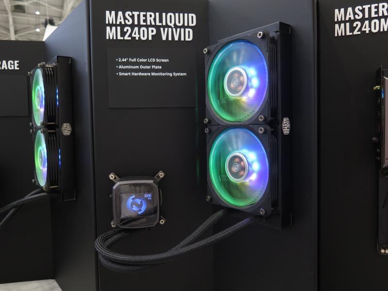 水冷ヘッド部が2.44型のフルカラーディスプレイとなっている「MASTELIQUID ML240P VIVID」