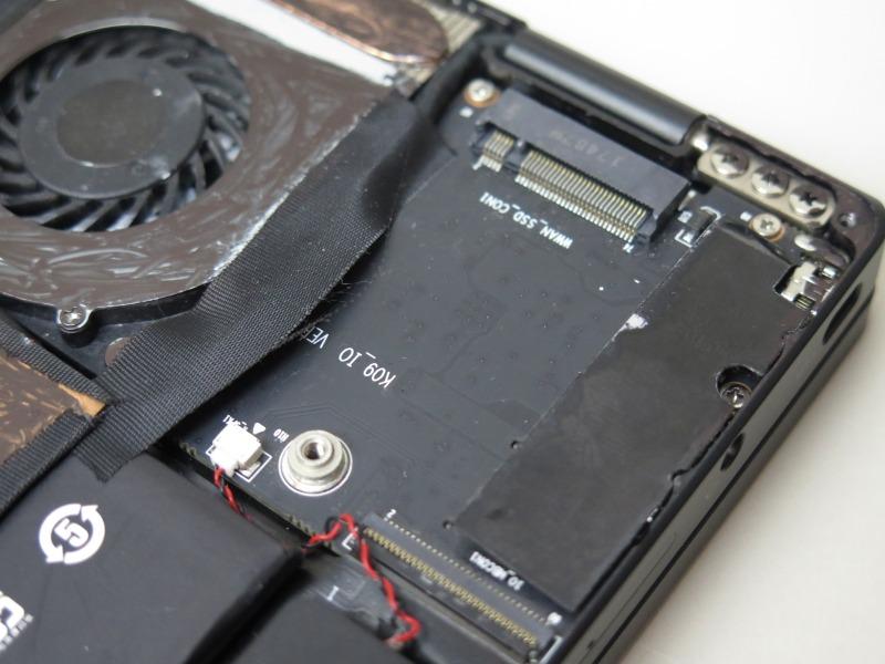 M.2スロットを1基装備する。なお、OneMix 3S/3S Plutinum Editionはメモリチップの実装が増えるため、M.2は非搭載となる