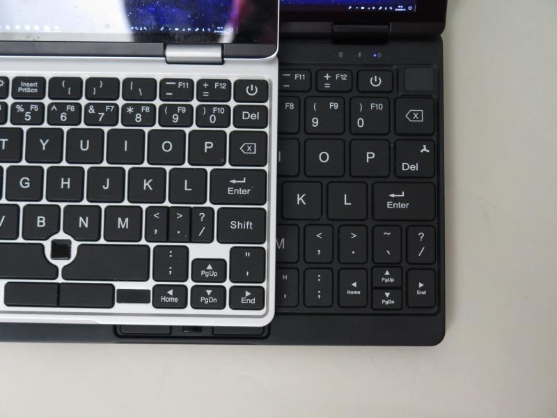 キー配列は従来と一部異なる。なお、写真は試作機で、実機のキーボードはさらに異なる