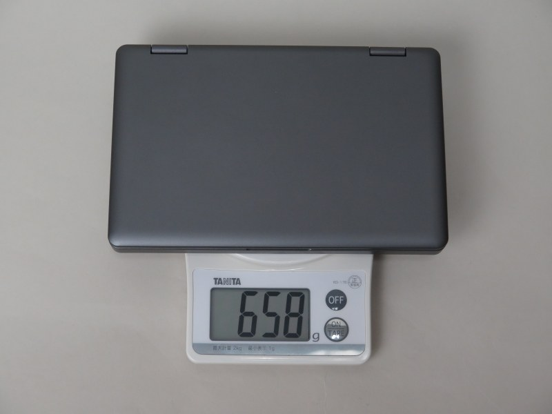 重量は実測658gと、OneMix 3試作機とあまり変わらなかった