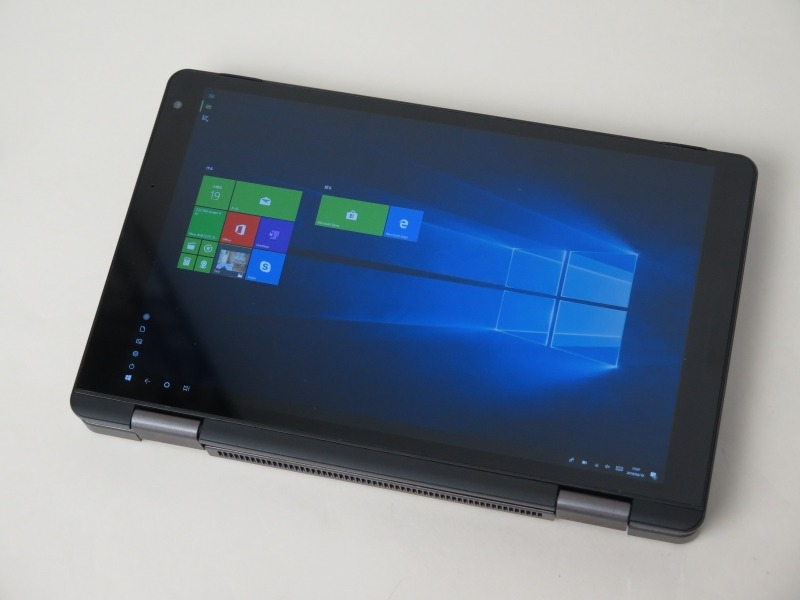 180度以上開くと検出してWindows側にタブレットモードに切り替わったことを伝えるセンサーを装備するため、自動でタブレットモードに移行できる。移行時に自動的にキーボードバックライトがオフになるのもポイント