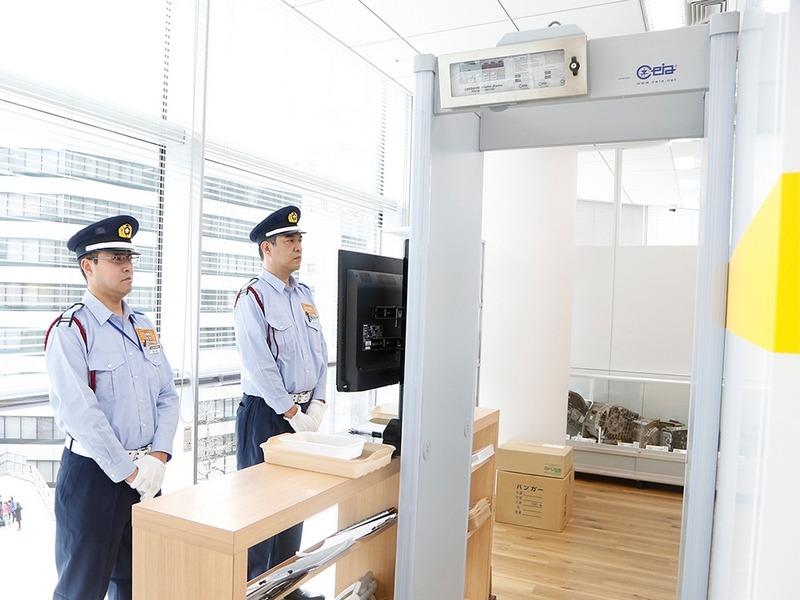 従業員含め、オフィスに入室するにはセキュリティチェックを受ける