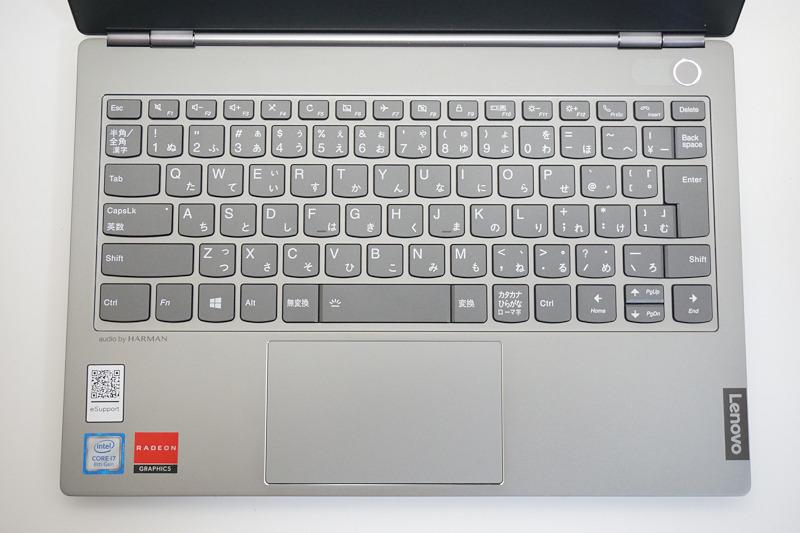 キーボードは一般的なフルサイズキーボードと同じ配列で、打ち間違いは発生しにくい。