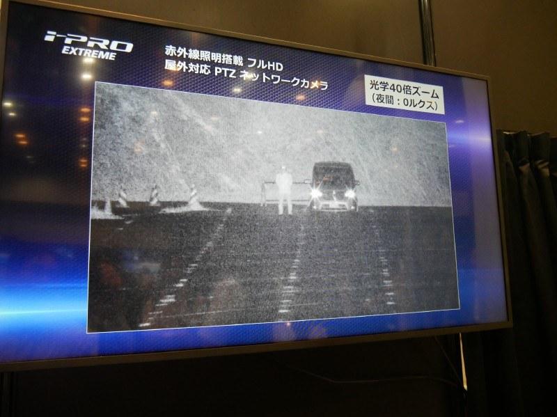 赤外線を利用して350m先のものまで暗視できる屋外対応ネットワークカメラ