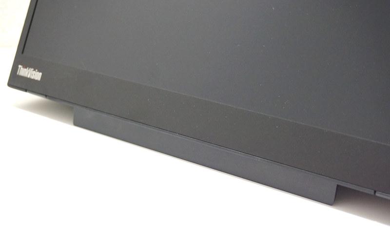 スタンドの下部にあるプラスチックパネルを跳ね上げて、液晶を上向きにすることも可能