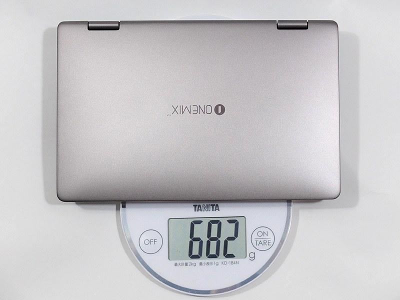 重量は実測で約682g