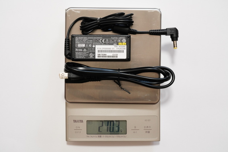 ACアダプタと電源ケーブルの合計重量は実測210.3g