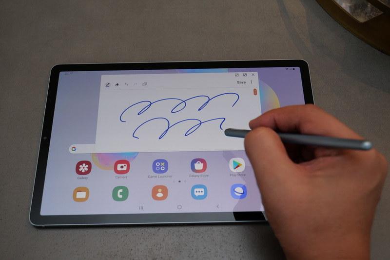 4,096段階の筆圧検知に対応し、滑らかなペン入力が可能