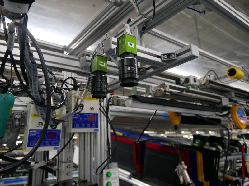 液晶パネルのトラッキングにカメラと画像認識技術を活用