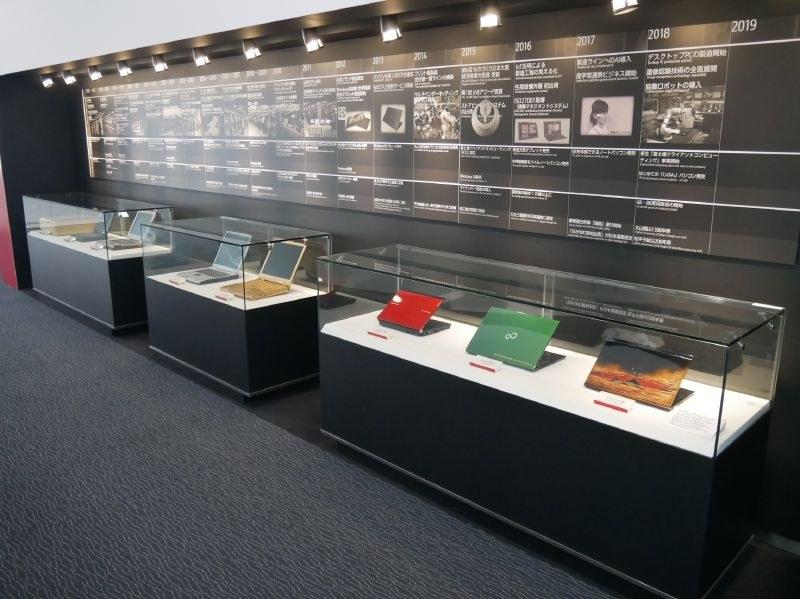 累計4,000万台を生産した島根富士通。歴代の記念モデルが並ぶ