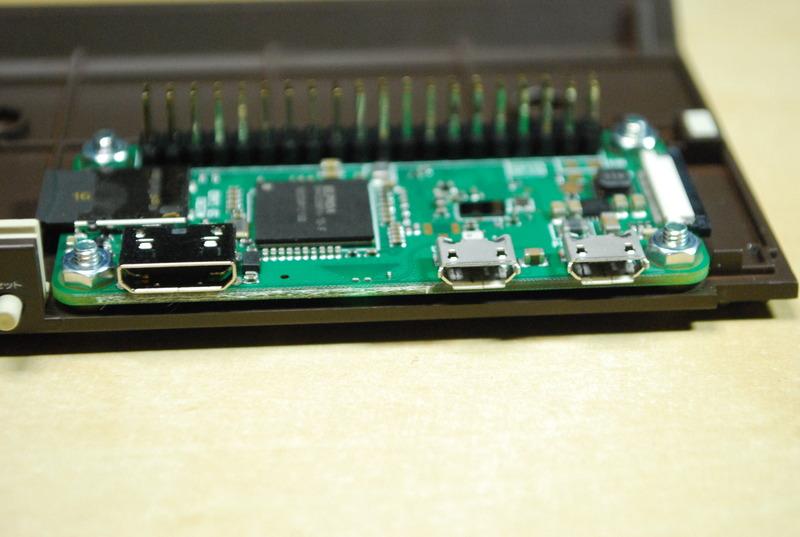 Raspberry Pi Zero WHの端子類。Micro USB×2、Mini HDMI×1