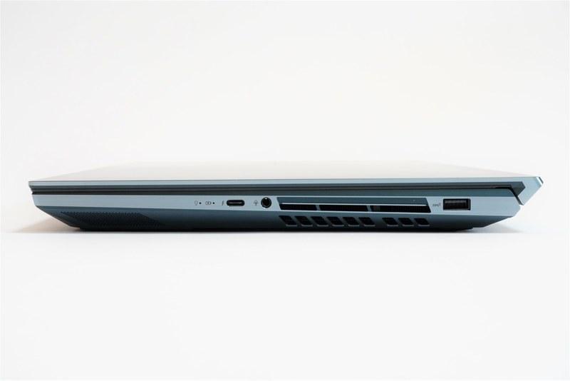 本体右側面。左からスピーカー、Thunderblot 3(最大40Gbps、DisplayPort v1.2)、ヘッドセット端子、排気口、USB 3.1を用意