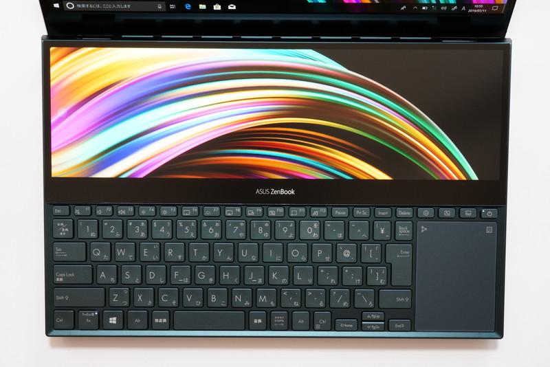 サブディスプレイ「ScreenPad Plus」は14.09型UHD液晶(3,840×1,100ドット、283ppi、輝度350cd/平方m、sRGBカバー率100%、非光沢、タッチ対応、スタイラス対応)