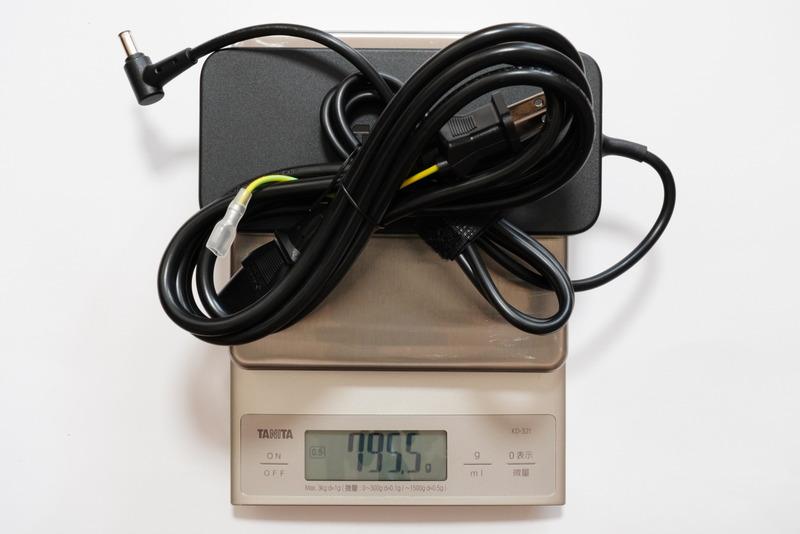 ACアダプタと電源ケーブルの合計重量は実測約795.5g