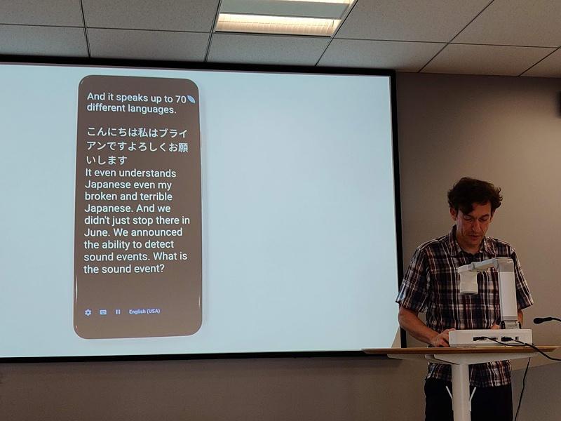 音声文字変換のデモ。日本語を選択すれば、ケムラー氏のように訛りが入った日本語でも問題なく認識される