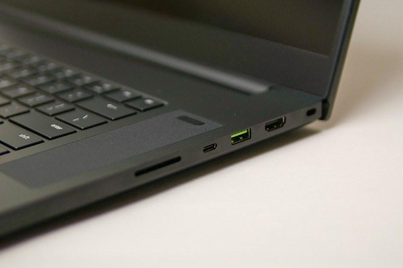 右側面にSDカードスロット、Thunderbolt 3対応USB Type-C、USB、HDMI