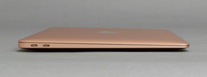 左側面にはThunderbolt 3を2ポート配置。USB Aケーブルを直接接続する周辺機器は、別途USB Type-Cハブを利用することで対応しよう。どちらのポートも充電やディスプレイ出力に対応している