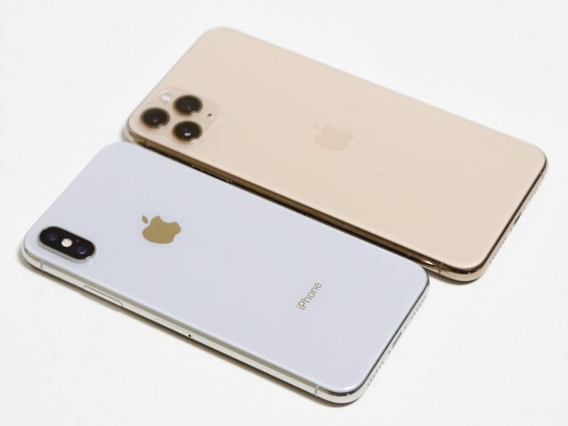 iPhone Xとの比較。Xのサイズが70.9×143.6×7.7mmで、Proの71.4×144×8.1mmとほぼ同じ。ProとPro Maxとのサイズ的な比較と見ても差し支えない
