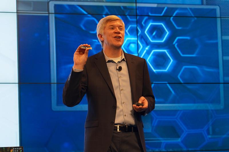 Intel 上席副社長 兼 不揮発メモリソリューションズ事業本部 事業本部長 ロブ・クローク氏