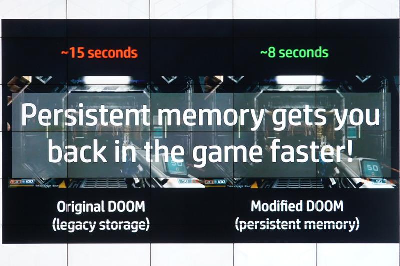 Optane Persistent Memoryを利用してDoomがゲームがプレイできるようになるまでを図ってみると、SSDは15秒、それに対してPersistent Memoryは8秒と約半分