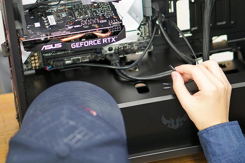 おそらく自作で一番細かくて迷いがちなのが、ケースの電源ケーブル類。ケースによって、電源ボタン、リセットボタン、USB、オーディオ入出力など、装備するコネクタはまちまち