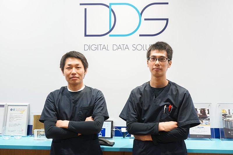 データリカバリー事業部 エンジニアグループ フィジカルチーム長の薄井雅信氏(右)と、同ロジカルチーム長の柳田悟氏(左)