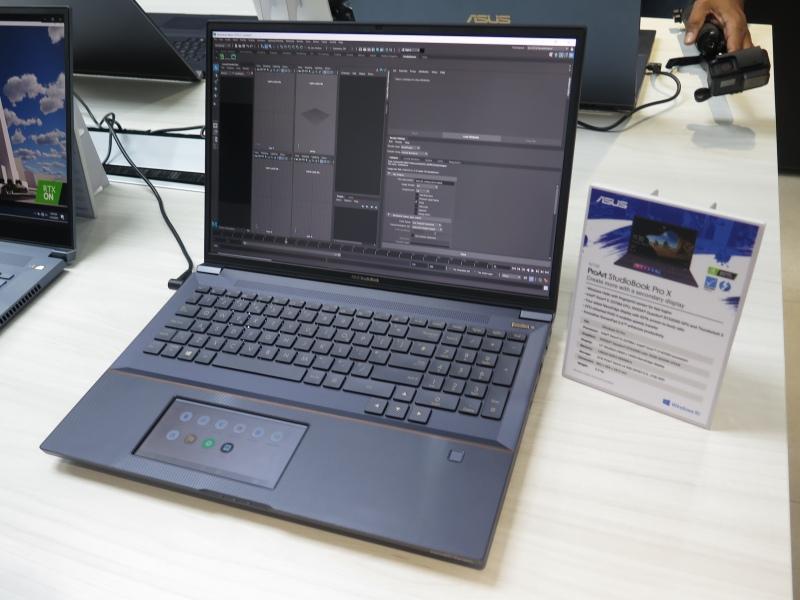 このほかのProArt製品。上左は「ProArt StudioBook 15」、上右は「同17」、下左は「同X」。下右は「ProArt Station D940MX」