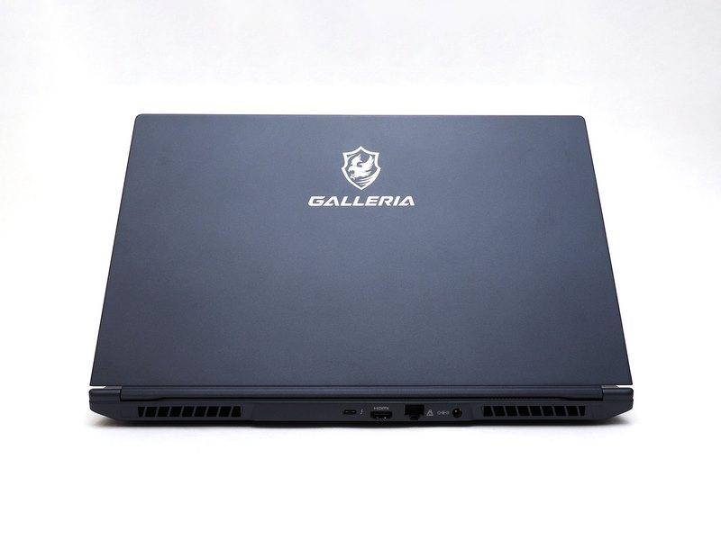 左右および背面にバランスよく搭載されたインターフェイス。有線LANに加え、高速なThunderbolt 3(Type-C)も搭載